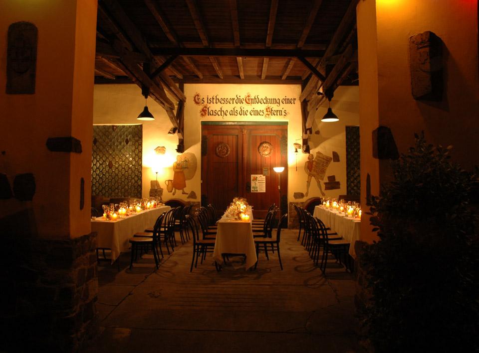 Gedeckte Tafel im Weingut Broel