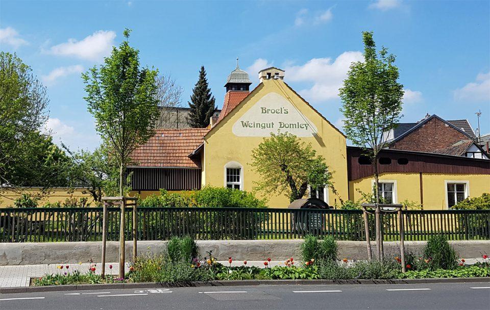 Weingut Broel - ANsicht von der Rhöndorfer Straße